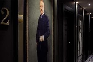 Portrait-couloire-hotel-La-Villa-Haussmann-Paris-8